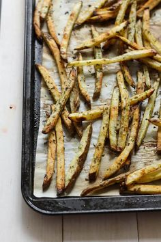 Baked Greek Fries with Chicken, Feta & Tzatziki - The Girl on Bloor Chicken Gyro Recipe, Chicken Gyros, Greek Fries, Easy Dinner Recipes, Easy Meals, Greek Gyros, French Fries Recipe, Tzatziki Sauce, Everyday Food