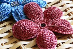 5 Petals Puffed Flower: free pattern