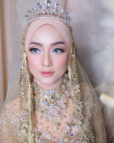 New bridal beauty plan simple ideas Hijabi Wedding, Wedding Hijab Styles, Muslimah Wedding Dress, Muslim Wedding Dresses, Wedding Bride, Bridal Makeup Looks, Bridal Beauty, Wedding Makeup, Bridal Hijab