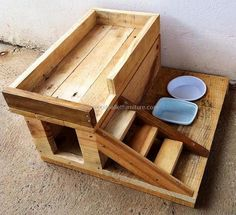wood-pallets-dog-house-with-food-bowls