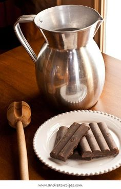 Colombian Hot Chocolate, a rich and frothy treat to drink. It's the best hot chocolate in the world! Colombian Drinks, Colombian Dishes, Colombian Cuisine, Colombian Recipes, Chocolate Caliente, Comida Latina, Cuban Recipes, Hot Chocolate Recipes, Latin Food