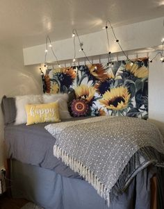 14 Fabulous Rustic Chic Bedroom Design and Decor Ideas to Make Your Space Special - The Trending House Room Ideas Bedroom, Bedroom Themes, Bedroom Decor, Dorm Room Themes, Cute Room Ideas, Cute Room Decor, Sunflower Room, Sunflower Design, Sunflower Flower