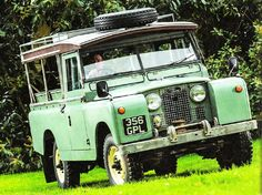 Land Rover 109 Serie II 3d. Rare top roof mobile.  Original winch and so nice service style.  Lobezno