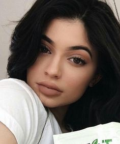 Kylie Jenner launches a new black metal matte color to her Lip Kit collection, which has blue undertones, and is […] Kyle Jenner, Kylie Jenner Fotos, Looks Kylie Jenner, Kylie Jenner Lip Kit, Kendall And Kylie Jenner, Kendall Jenner Outfits, Kylie Jenner Snapchat, Kylie Lip Kit Shades, Maquillage Kylie Jenner