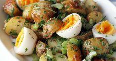 Ihanaa, uusia perunoita! Sekoita keitettyihin perunoihin sinappinen kastike ja lisää lautaselle muutama kananmunanpuolikas. Ripottele pinnalle reilusti ruohosipulia!