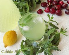 Limonlu Nane Şerbeti Cold Drinks, Beverages, Vegetable Drinks, Delicious Fruit, Homemade Beauty Products, Marmalade, Winter Day, Food Design, Smoothies