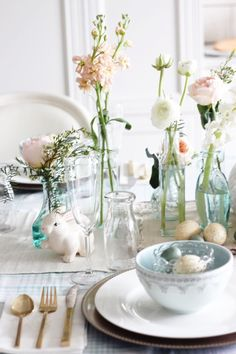 With St. Patrick's Day now behind us we are moving on to celebrate the next Holiday. I can't even believe it BUT it's almost ... EASTER!! I absolutely love everything about Easter decor ... the…