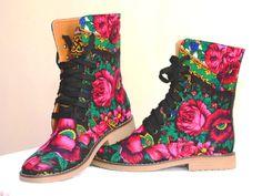 Urban Boots 1.0 Ghete cu exterior textil, print traditional si interior piele.