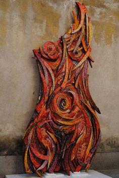 'Filo di Arianna' di Giulio Menossi. Beautiful red figurative mosaic