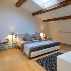 CAMERA DA LETTO : Camera da letto moderna di M A+D Menzo Architettura+Design