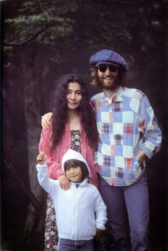 "John Lennon, Yoko Ono and their son Sean Lennon - ""Now Daddy is part of God. I guess when you die you become much more bigger, because you're part of everything. Sean Lennon, John Lennon Yoko Ono, John Lennon Beatles, Ringo Starr, Foto Beatles, Les Beatles, Beatles Band, Karuizawa, George Harrison"