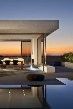 maison sur 1 etage avec une architecture minimaliste