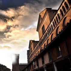 """[Gli amici di TER fotografano] """"Sfumature di monumenti millenari"""" in un tardo pomeriggio ferrarese - Instagram by @Turismo Ferrara E Provincia"""