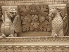Drago e grifone- particolare basilica di S. Croce, Lecce