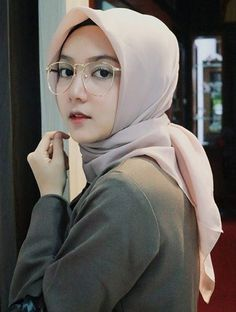 21 Inspirasi Hijab Fashion dan Busana Di tahun 2018, Bisa Di Jadikan Style Berhijab kamu - Tutorial Hijab Hijabi Girl, Girl Hijab, Hijab Outfit, Beautiful Muslim Women, Beautiful Hijab, Hijab Tutorial, Covergirl, Girl Photography, Hijab Fashion