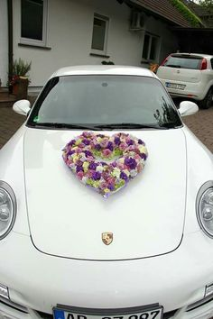 Bride's Cars : Bride's Cars : Picture Description Herz - Wedding Lande Wedding Car Decorations, Flower Decorations, Rose Wedding, Floral Wedding, Wedding Trends, Wedding Designs, Bridal Car, Holding Flowers, Picture Description