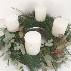 #adventskranz #eukalyptus #kiefer #kerzen #diy #selbstgemacht #advent #grün #weiß #scandistyle