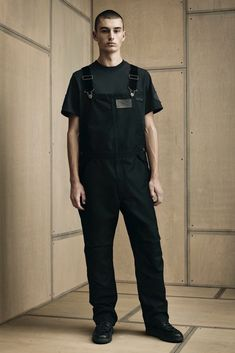 See all the Collection photos from Alexander Wang Spring/Summer 2016 Menswear now on British Vogue Vogue Paris, Alexander Wang, Carhartt Overalls, Fashion Show, Mens Fashion, Paris Fashion, Daily Fashion, Looks Black, York