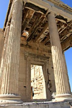 Planning to visit the Parthenon in Athens, Greece- here's everything you need to know for a great visit. www.compassandfork.com