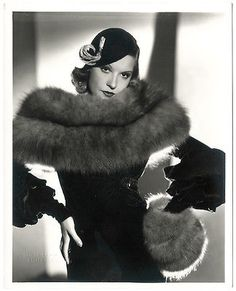 Portrait of Lili Damita, Glamour Vintage, Vintage Fur, Vintage Mode, Vintage Beauty, Vintage Style, Hollywood Fashion, Old Hollywood Glamour, Vintage Hollywood, Classic Hollywood