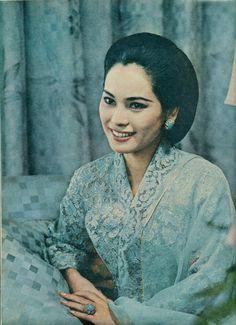 Young Dewi Soekarno