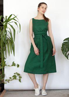 Зеленое платье-майка из льна