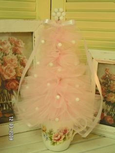 Isn't this just a darling girly little tree? Made with pink tulle fabric, some old glass beads from vintage jewelry, and a pretty rose tea cup!