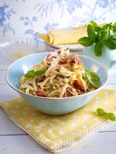 Wir lieben Pasta. Und am allermeisten lieben wir diese köstlichen Pasta Rezepte. 17 italienische Rezepte, die schnell und einfach zubereitet sind.