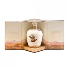 Ceramic Decanter 70cl 40% The Famous Grouse is celebrating 30 years as Scotland's favourite whisky, and to celebrate this impressive milestone the Master Blender, Gordon Motion, has created his very own celebration blend, presented in a limited edition Wade decanter.