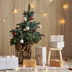 〚 Big selection of fresh ideas for New Year and Christmas decoration by IKEA 〛 ◾ Photos ◾Ideas◾ Design Ikea Christmas Tree, Christmas 2019, Christmas Home, Christmas Wreaths, Ikea Christmas Decorations, Scandinavian Christmas, Diy Weihnachten, Winter Holidays, Winter Collection