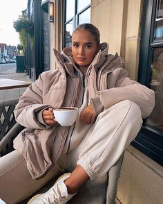 Winter Fashion Outfits, Fall Winter Outfits, Autumn Winter Fashion, Cute Casual Outfits, Aesthetic Clothes, Lounge Wear, Womens Fashion, Nike Joggers, Black Joggers