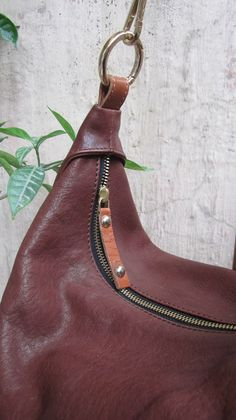#BigCaro, #Chiaroscuro, #MadeInIndia, #PureLeather, #Handbag, #Bag, #Hobo #WorkshopMade #Leather #Casual #Vintage #ShoulderBag #Nut #MidBrown #Brown #Artisanal #Handcrafted #LeatherWorkshop #Leatherwork #LeatherBags #WomensFashion #WomensAccessories http://chiaroscuro.in/collections/shoulder-bags