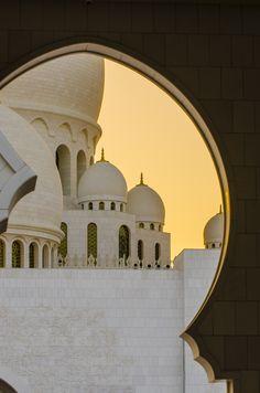 ozzman99:  Sheikh Zayed Grand Mosque, Abu Dhabi, UAE © 2014 Dynamic Range Photographic Arts Feel free to reblog, but please don't remove the caption. Thanks!