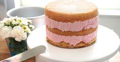Annin Uunissa: Helppo Marjamousse (korkean kakun täytteeksi)