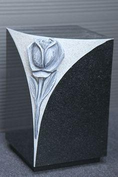Urn met uitgehakte tulp zwart graniet