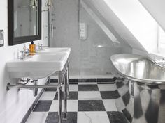 A Stunning William Holland Stanneus Batueau Bath with Tin interior featured in 'The French House' by Ham Interiors. http://williamholland.com/