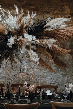 Hanging Clouds, Hanging Flowers, Dried Flower Arrangements, Dried Flowers, Minimalist Wedding Decor, Modern Minimalist, Grass Centerpiece, Grass Decor, Flower Installation