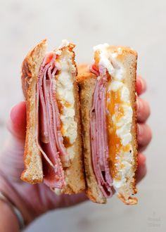 Sandwich Jamon Y Queso, Sandwiches, Chapati, Paninis, Primers, Quesadilla, Food Truck, Bagel, Tapas