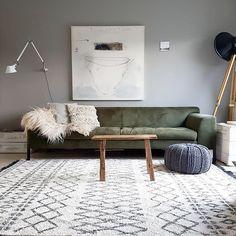Living Room Green, New Living Room, Interior Design Living Room, Home And Living, Living Room Designs, Living Room Decor, Tadelakt, Green Sofa, Home Room Design