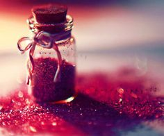 Discovered by アオハライド. Find images and videos about love, fashion and style on We Heart It - the app to get lost in what you love. Glitter Photography, Cute Photography, Pinterest Photography, Photography Composition, School Photography, Conceptual Photography, Sparkles Glitter, Red Glitter, Glitter Bomb