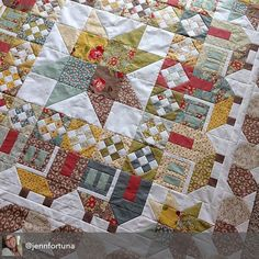 Jennifer is fast. And Jennifer is really really good - this Summerville quilt is gorgeous!  Jennifer - @jennfortuna. The fabric is Urban Cowgirl by Urban Chiks for Moda. The pattern is Summerville by Thimbleblosdoms - @thimbleblossoms. #ShowMeTheModa #ModaFabrics