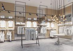 Интерьер магазина одежды в торговом центре