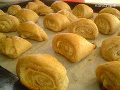 Majonézové slimáky (fotorecept) - recept | Varecha.sk Food And Drink, Bread, Basket, Breads, Baking, Sandwich Loaf