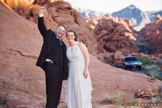 Yay the limo's here! #valleyoffirewedding #desertwedding #lasvegaswedding #vegasweddingphotographer #luvbugwedding