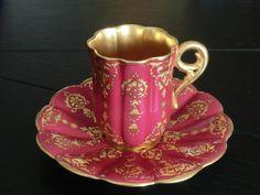 ** Šálek na čaj - růžový zlacený poprcelán **