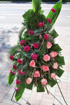 """Wianki - Kwiaciarnie """"Ewart"""" Suwałki Funeral Flower Arrangements, Rose Arrangements, Funeral Flowers, Casket Sprays, Sympathy Flowers, Tropical Flowers, Cut Flowers, Ikebana, Wedding Ceremony"""