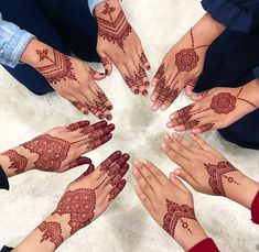 E N N A C I R C L E This was one of my favorite henna circle! I was using my mag… E N N A C I R C L E This was one of my favorite henna circle! I was using my magical Special Bride cone for all of them and Inai Celup Circle Mehndi Designs, Modern Henna Designs, Henna Tattoo Designs Simple, Latest Henna Designs, Finger Henna Designs, Henna Art Designs, Mehndi Designs For Girls, Mehndi Designs For Beginners, Dulhan Mehndi Designs