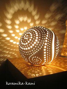 Lampa+keramická+elektrická+-+Cesta+vesmírem+17cm+Keramiká+Lampa ve+tvaru+koule+průměr+cca+17cm,+na+elektrické+připokení+15-25w/elektrické+připojení+je+součástí/+Barva+:Bílá+ + + + + UPOZORNĚNÍ:+SVÍCEN+POSÍLÁME+POJIŠTĚN-za+doručení+odpovídá+Česká+pošta!+Upozorňujeme+,+že+při+jakém+koli+poškození+tohoto+výrobku+Reklamujte+nejpozději+do+2pracovních+dnů...
