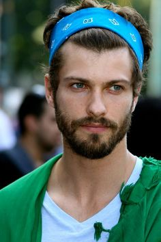 OMG! So unconventional...looks great on him! Headbands For Short Hair fd981d554bf