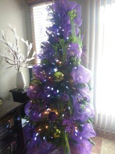 Sapin 2013 chez maman Mauve et Vert Lime Mauve, Lime, Christmas Tree, Holiday Decor, Home Decor, Firs, Teal Christmas Tree, Homemade Home Decor, Xmas Trees